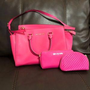 🎊HOST PICK🎊Michael kors purse and set!!!